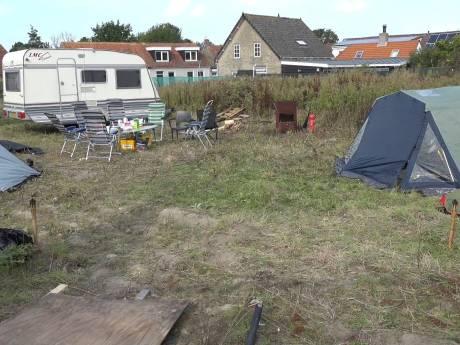 Krakers moeten camping in Scharendijke voor 12.00 uur verlaten