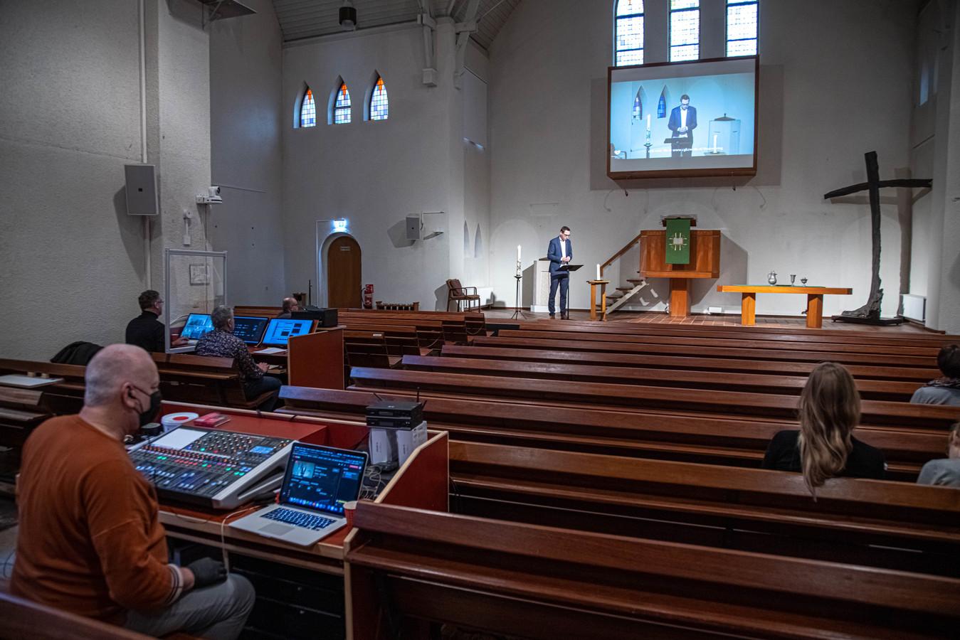 Wytze Plantinga, die hier voorgaat voor in de digitale dienst van de Noorderkerk in Zwolle, vreest dat de tweede lockdown er steviger inhakt dan de eerste.