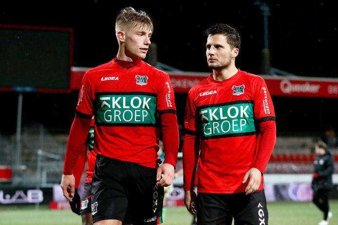 Tom Overtoom (rechts) als speler van NEC met Zian Flemming.