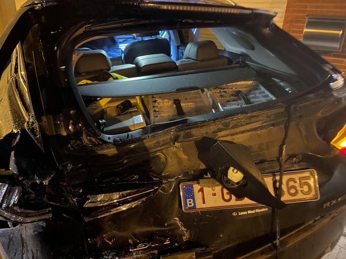 De Lexus van dokter Bart Ingelaere raakte onherstelbaar beschadigd, Het chassis is geplooid.