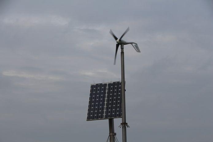 Zonne- en windenergie zorgt voor voeding voor meetapparatuur van het Waterschap Rijn en IJssel (WRIJ) in het buitengebied van Berkelland tussen Borculo en Haarlo.