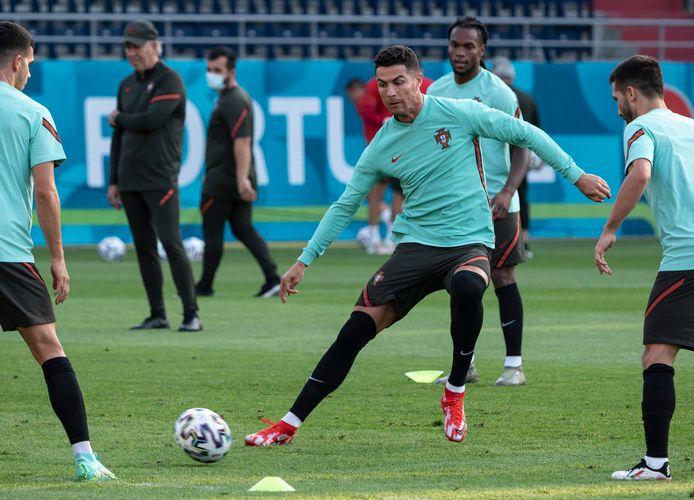Cristiano Ronaldo bereidt zich met Portugal voor op het laatste groepsduel met Frankrijk.