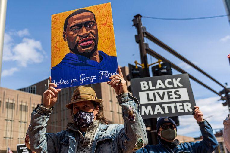 Demonstranten verzamelden zich gisteren bij het gerechtsgebouw van Minneapolis. Beeld Kerem Yucel/AFP