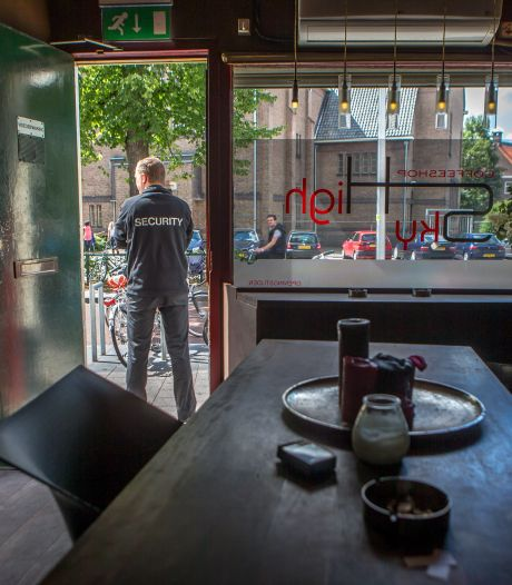 'Ga gewapend naar de coffeeshop', hoorde de Zwollenaar (27) van de stemmen in zijn hoofd