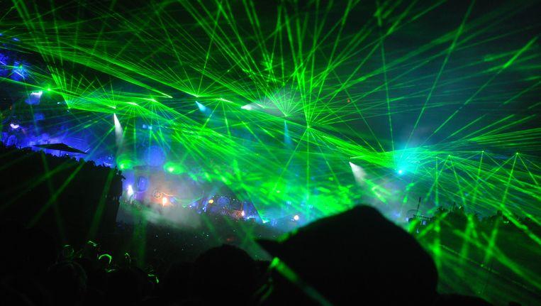 Lasers in overvloed tijdens de set van Hardwell. Beeld Astrid Snoeys