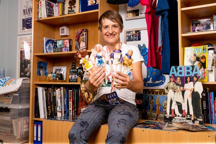 Sandra in haar ABBA-kamer. Over haar favoriete groep wil ze álles weten. Ze leerde er zelfs Zweeds voor.