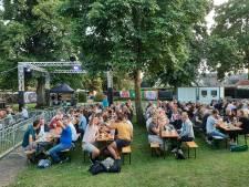 Pubquiz Hellendoorn Open Air gaat door op 'grootste terras van Hellendoorn'