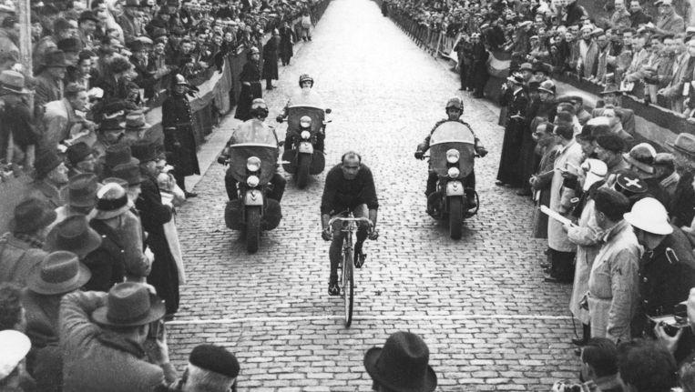 De Italiaan Fiorenzo Magni won de Ronde maar liefst drie keer. Hier in 1950. Beeld rv