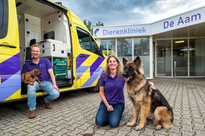 Dierenartsen Fraukje van Doorn en Tim Janssen openen een eigen dierenartspraktijk aan de Nieuwe Aamsestraat.