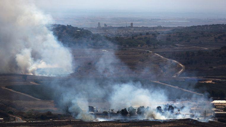 Aanhangers van radicale moslimorganisaties als het al-Nusra Front hebben de grenspost Quneitra ingenomen die Syrië scheidt van de door Israël bezette Golan hoogvlakte. Beeld EPA