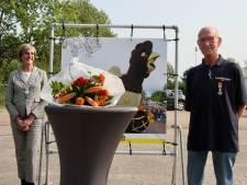 Koninklijke Onderscheiding voor Fons te Plate van bloemencorso uit Lichtenvoorde