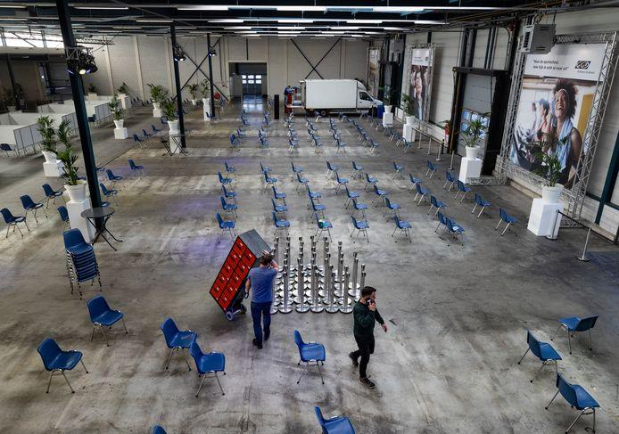 De nieuwe XL-locatie aan de Haverdijk wordt ingericht, onder andere met spullen uit sporthal De Braak. Die sloot donderdag aan het eind van de dag de deuren.
