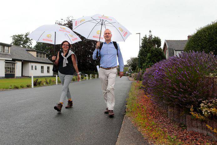 Burgemeester Theo Segers en zijn vrouw waren vorig jaar ook en route.