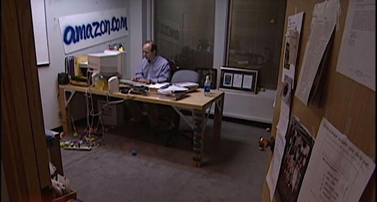 Jeff Bezos in zijn kantoor in 1999. Beeld YouTube