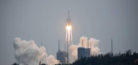 Chinese raket maakt 'ongecontroleerde' val richting aarde