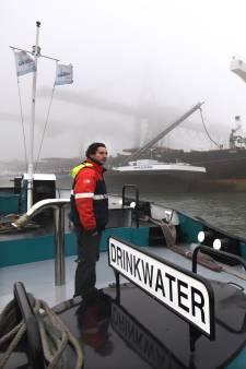 Meer drinkwaterboten nodig, want de Rotterdamse haven is groter geworden