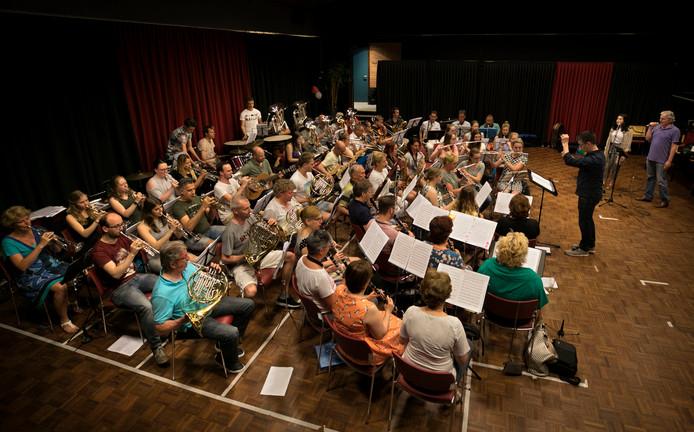 Harmonie De Dommelecho in Dommelen tijdens de repetitie.