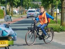 Fietsexamen voor kinderen steeds lastiger: 'Bijna onder de auto'