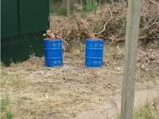 Vaten met onbekende inhoud gedumpt in buitengebied Delden