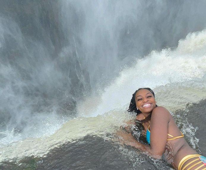 La Piscine du Diable (devil's pool) est le nom donné à un plan d'eau situé à quelques mètres au bord des chutes Victoria, entre la Zambie et le Zimbabwe.