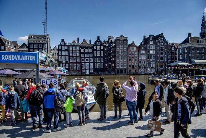 Het college wil een vast bedrag van 3 euro per hotelnacht en 1 euro per campingnacht invoeren aan toeristenbelasting.