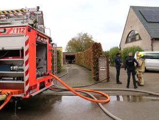 Brandje in werkplaats achter garage veroorzaakt rookontwikkeling