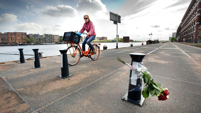 Het bewuste paaltje op de Veemkade Beeld Klaas Fopma / www.klaasfopma.nl