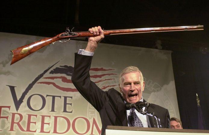 Ben Hur-acteur Charlton Heston (1923-2008)  was jarenlang het boegbeeld van de National Rifle Association (NRA).