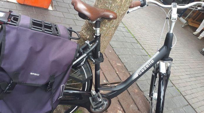 Vrijdagmiddag centrum #Dordrecht ...binnen 10 minuten 4 meldingen diefstal fiets...allemaal soortgelijk zoals afgebeeld...🤔 mensen in paniek en terecht boos....ziet u iets verdachts spreek ons aan wij zijn buiten...liever keer te veel dan niet...alleen samen lukt het