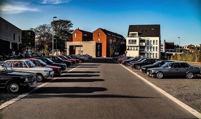 45 oude BMW's verzamelden zondag aan OC De Schouw voor een rondrit.