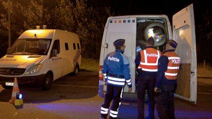 Politie pakt bende mensensmokkelaars en 27 transmigranten op bij grootschalige actie langs E40