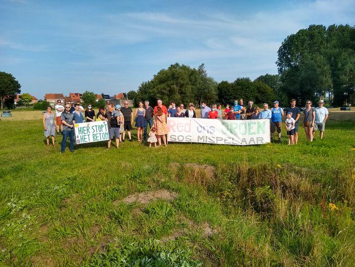 Buurtbewoners van SOS Mispelaar hielden vrijdag een actie in Assebroek.