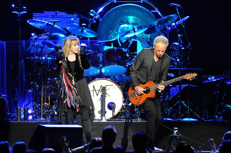Fleetwood Mac met links Stevie Nicks, drummer Mick Fleetwood en rechts gitarist Lindsey Buckingham Beeld EPA