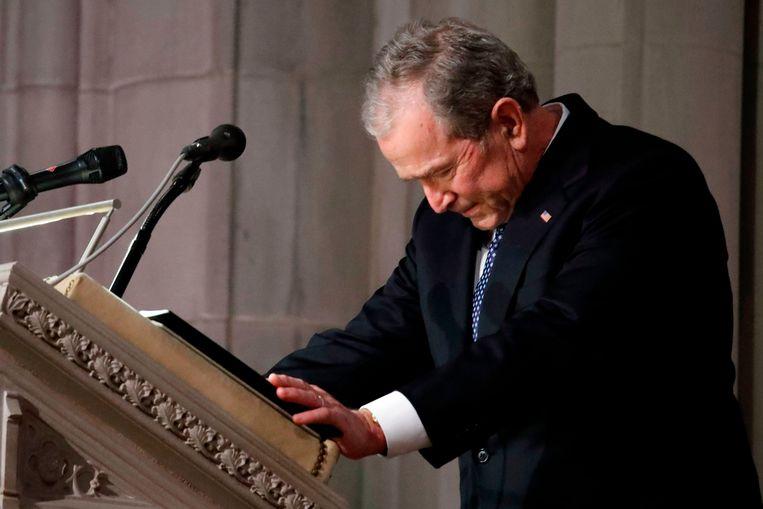 Voormalig president George W. Bush tijdens zijn toespraak op de begrafenis van zijn vader.
