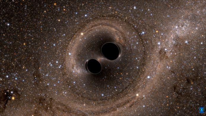 Een computersimulatie van het samengaan van twee zwarte gaten