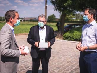 deSter maakt mondmaskers met een gedicht van stadsdichter Michiel Van Opstal op verpakking