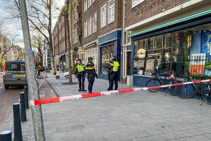 Onderzoek naar een mogelijk explosief in de Witte de Withstraat.