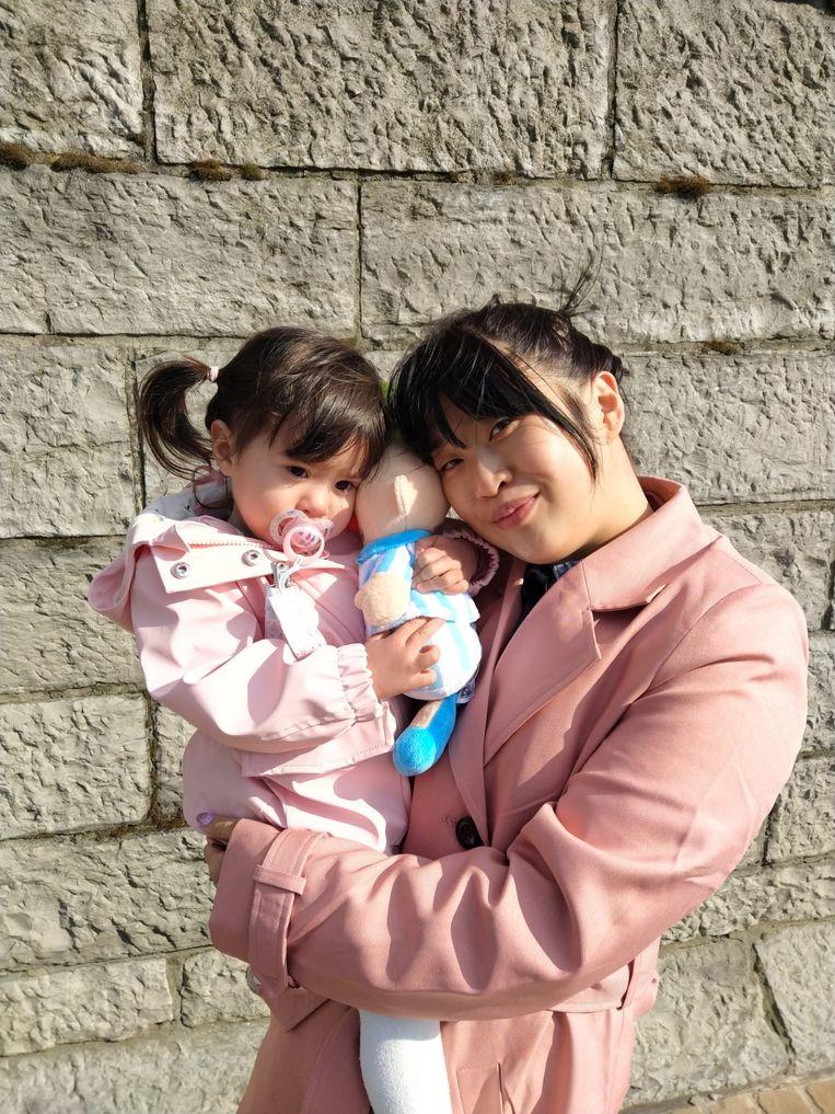 Ann-Sophie (28) met dochter Yuna (2) Beeld RV
