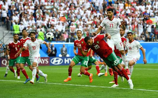 Aziz Bouhaddouz kopt in eigen doel.