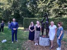 Prinses Margriet onthult standbeeld voor zorgmedewerkers en slachtoffers corona in Oisterwijk