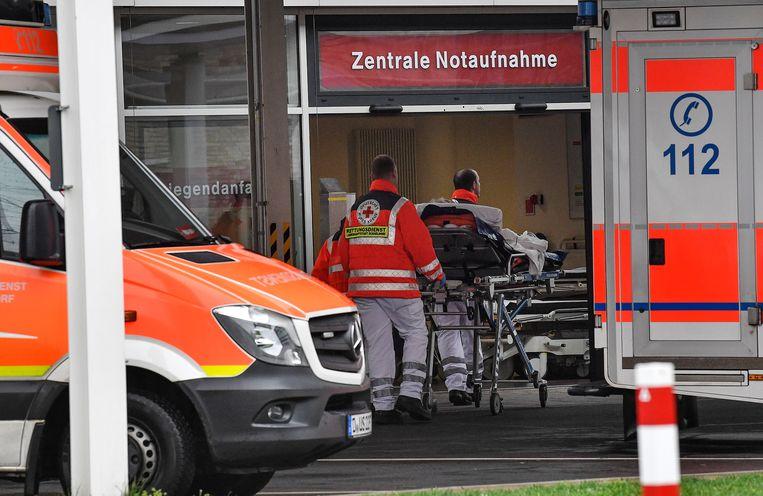 De universiteitskliniek van Düsseldorf waar een besmet echtpaar wordt behandeld.
