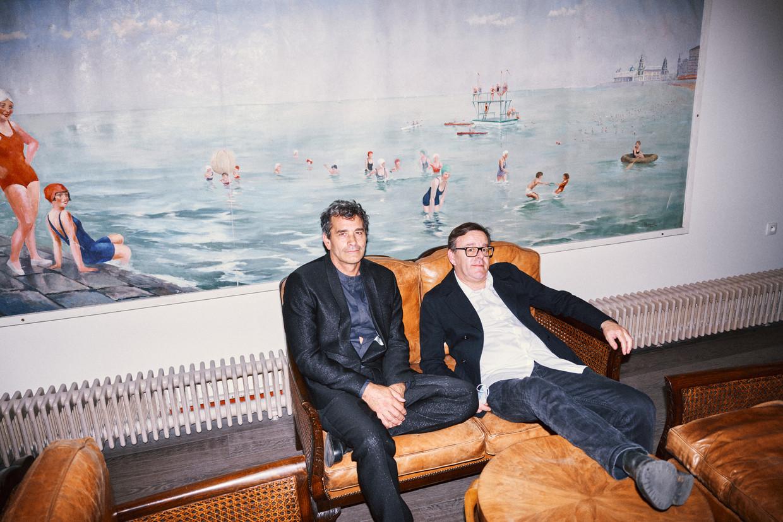 Koen De Bouw en Wim Delvoye.  Beeld Thomas Sweertvaegher