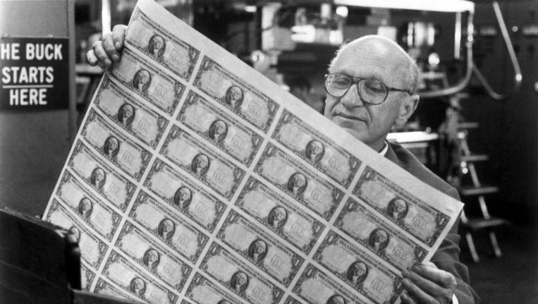 De Amerikaanse econoom Milton Friendman, verdediger van het vrijemarktkapitalisme, vond dat inflatie vooral een monetair fenomeen is. Beeld