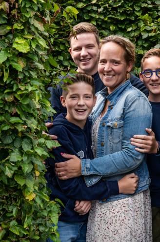 """""""Na vijftien fantastische jaren samen, is het aan mijn zonen en mij om daar nog veel mooie jaren aan toe te voegen.' Jonge weduwen Suzanne (40) en Ellen (49) over geluk vinden na het verlies"""