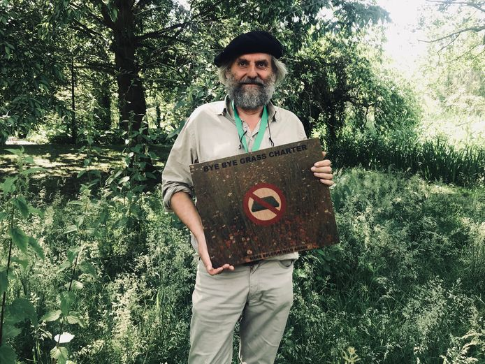 Bart Backaert, hoofd van de dienst Groen in Aalst én gezicht van Bye Bye Grass.