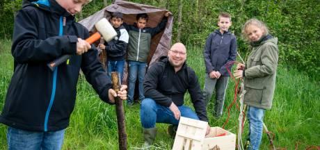 Gymleraar Rutger (44) stoomt een nieuwe generatie huttenbouwers klaar met doe-het-zelf pakketten