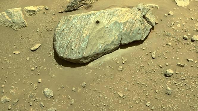 Le rover de la Nasa sur Mars a prélevé son premier échantillon de roche