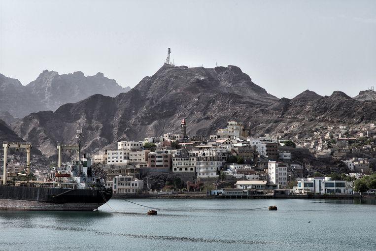 Uitzicht op de wijk Tawahi en de door de Britten gebouwde Big Ben in Aden.  Beeld Olivier Laban-Mattei / MYOP