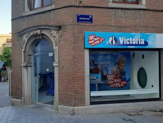 """Radio Victoria opent pop-upstudio in hartje Halle: """"Radio maken in één van belangrijkste winkelstraten is grote test"""""""