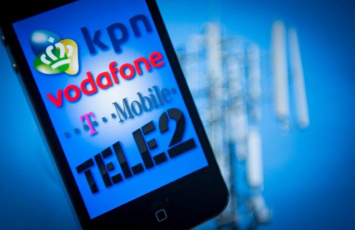 De aanbieders van telefoons en abonnementen schikken met de Consumentenbond.